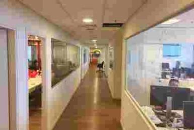 """1,200 מ""""ר משרדים להשכרה במגדל שלום בקומה גבוהה, נוף לים"""
