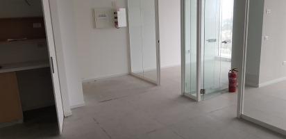 משרדים להשכרה במגדלי בסר 4 , דלתות וקירות זכוכית