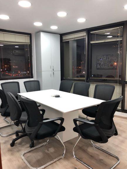 חדר ישיבות של משרדים מטופחים להשכרה רק 10 דקות מרכבת עזריאלי תל אביב