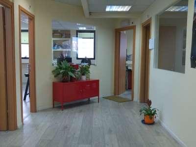 לובי של משרדים להשכרה מרווחים ומוארים ביגאל אלון תל אביב