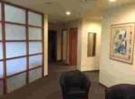 רחבת כניסה למשרדים להשכרה בבניין מטופח על ציר יגאל אלון תל אביב