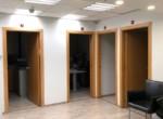 רחבת כניסה של משרדים מטופחים להשכרה רק 10 דקות מרכבת עזריאלי תל אביב