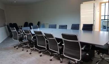 משרדים מרוהטים להשכרה בקומה שלמה במגדל פז בבורסה רמת גן
