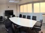 חדר ישיבות משרדים להשכרה ליד הרכבת ברמת גימור גבוהה עם חדרים רבים