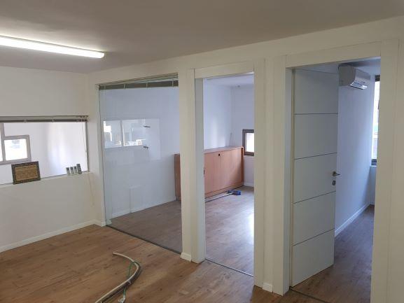 כניסה למשרדים מושקעים להשכרה ביגאל אלון