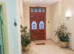 כניסה של משרדים מיוחדים להשכרה בבניין לשימור בתל אביב