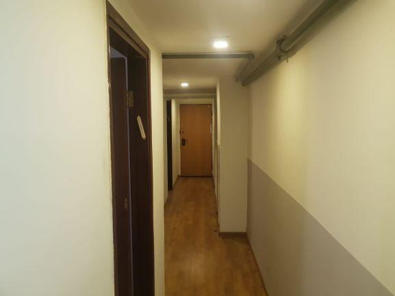 מסדרון של משרדים מקסימים להשכרה בשכונת מונטיפיורי רק 5 ד' מרכבת עזריאלי