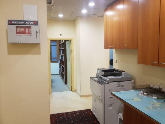 פינת צילום של משרדים מיוחדים להשכרה בבניין לשימור בתל אביב