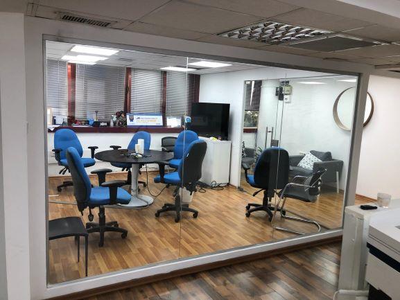 חדר ישיבות במשרדים להשכרה בגזרת יד חרוצים ברמה גבוהה ובמחיר נוח