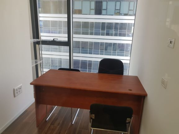 משרד קטן להשכרה במגדל אלון