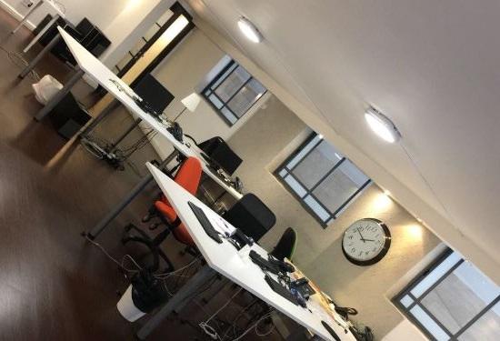 סביבת עבודה במשרדים משופצים להשכרה במרכז תל אביב במצב מעולה