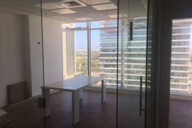 משרדים להשכרה במגדלי בסר היוקרתיים, קומה גבוהה