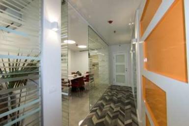 """18 מ""""ר, משרדים בשכירות משנה בבניין ברמה גבוהה"""