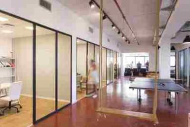 """550 מ""""ר משרדים בהרצליה פיתוח בבניין מתוחזק היטב"""