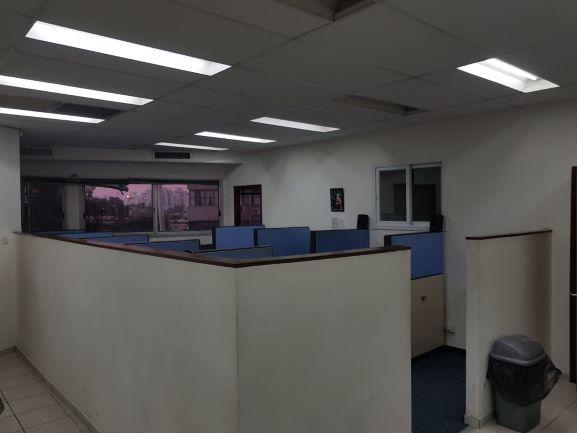 """עמדת קבלה - 165 מ""""ר Call center בבורסה"""