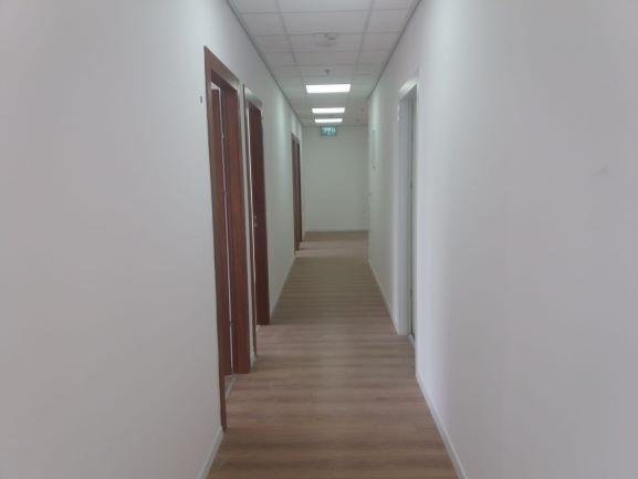"""מסדרון - משרד במגדלי אלון 660 מ""""ר"""