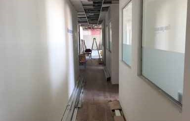"""130 מ""""ר משרדים להשכרה במגדל שלום בקומה משופצת"""