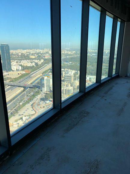 נוף מהחלון של קומה גבוהה במגדל ספיר