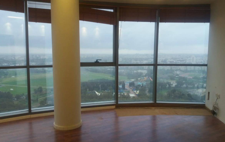 """משרדים להשכרה בבסר 2 300 מ""""ר, חלונות גדולים הרבה אור"""