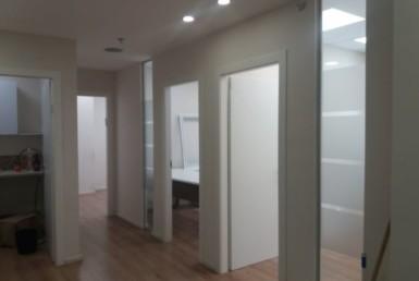 """132 מ""""ר, בבנין נאה ומטופח, משרדים משופצים ומעוצבים"""