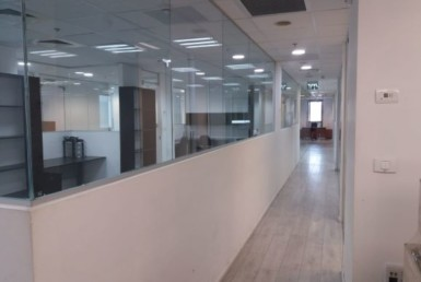 """385 מ""""ר בבניין יוקרתי ומפואר, משרד מעוצב ומושקע"""