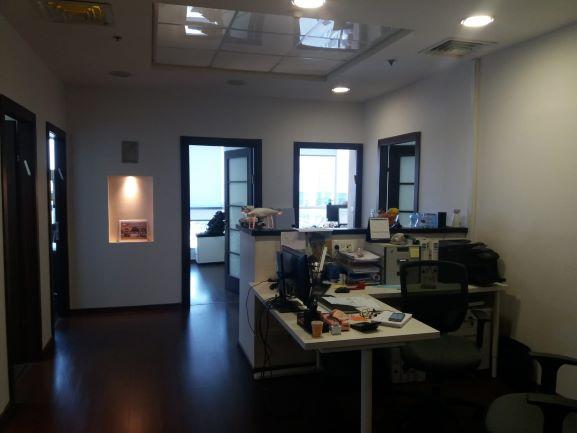 """1,150 מ""""ר משרדים להשכרה בבנין משרדים ותיק וסולידי"""