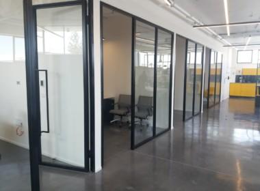 """700 מ""""ר משרדים בלב ק' אריה, במתחם הייטק ירוק ופסטורלי"""