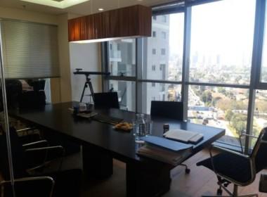 """900 מ""""ר משרדים להשכרה בבניין משודרג ונגיש בקרית אריה"""