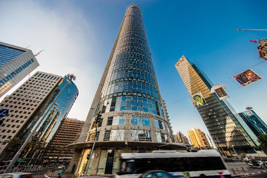 """270 מ""""ר בקומה גבוהה במגדל משה אביב, חדרים ואופן ספייס"""