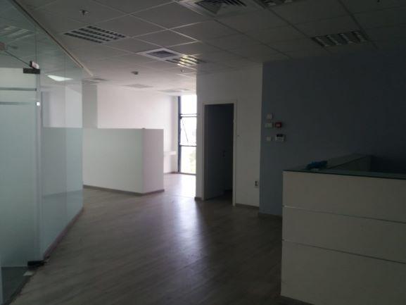 """200 מ""""ר משרדים להשכרה בא.ת.חולון בבנין משרדים יפה ומטופח"""