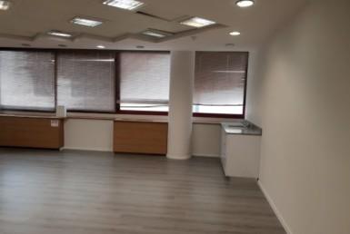 """270 מ""""ר משרדים להשכרה בנין ייצוגי, מטופח ומכובד, מרפסת"""