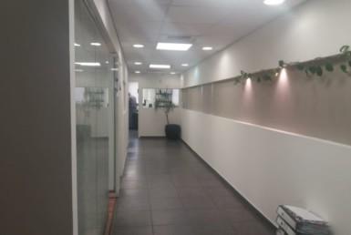 """220 מ""""ר משרדים להשכרה בבנין ותיק וסולידי על המסגר"""