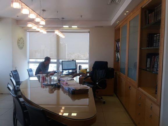 """1,000 מ""""ר משרדים מושלמים בק' גבוהה במגדל ויצמן ליד בית משפט השלום"""