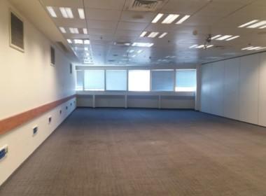 """1,400 מ""""ר על 3 קומות על ציר בן גוריון בבניין משרדים נאה ומטופח"""