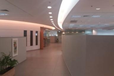 """1,500 מ""""ר משרדים גדולים להשכרה בבניין חדיש ומודרנ"""