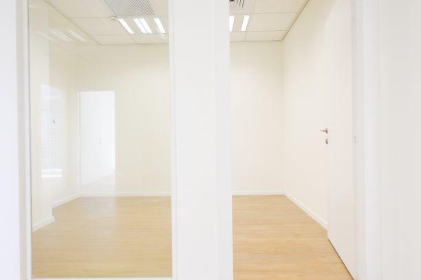 בסר 3 קומה 6 חדר ישיבות ---