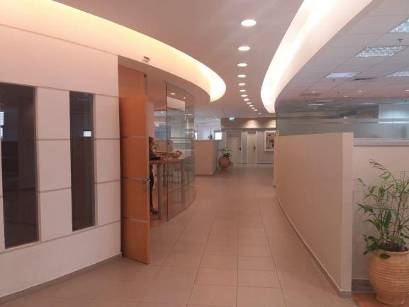 כניסה למשרדים להשכרה בהרצליה פיתוח 500 מר