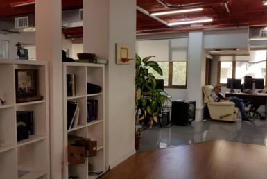 """190+307 מ""""ר משרדים להשכרה מטופחים ומעוצבים"""