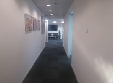"""415 מ""""ר בבניין משרדים נאה ומטופח סמוך ליכין סנטר"""