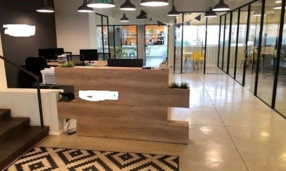 """350 מ""""ר משרדים מדהימים, משופצים כחדשים ומרוהטים"""