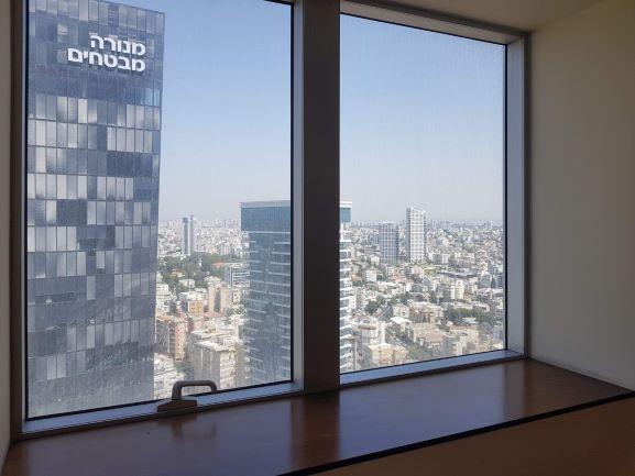 """נוף מהחלון במגדל משה אביב בבורסה ר""""ג 450 מ""""ר"""