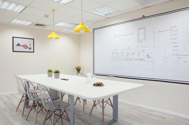 משרד היי טקי ברמת גימור גבוהה, חדר ישיבות
