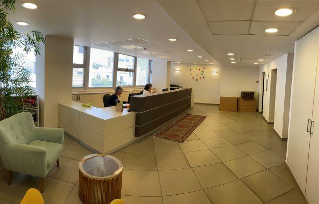משרדים להשכרה במגדל מרכזי בבורסה ברמת גן, קבלה