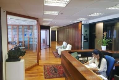 """500-715 מ""""ר למכירה בדניאל פריש 3 עמדות קבלה והמתנה"""