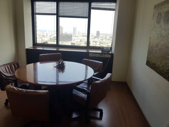"""500-715 מ""""ר משרד עו""""ד בדניאל פריש 3 ת""""א, חדר ישיבות קטן"""