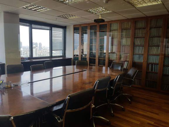 """500-715 מ""""ר משרד עו""""ד בדניאל פריש 3 ת""""א, חדר ישיבות גדול"""