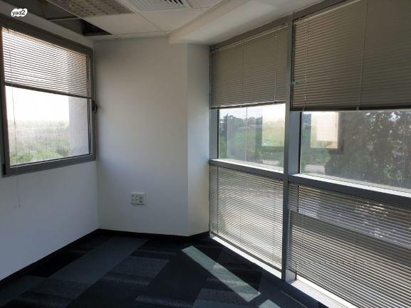 """400 מ""""ר משרד היי טק במאיר אריאל נתניה חדר וחלון"""
