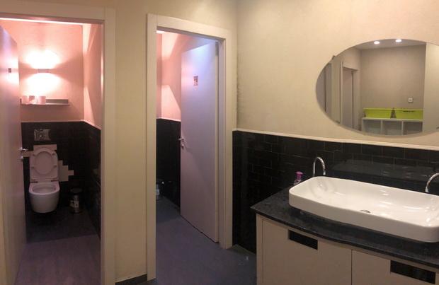 """380 מ""""ר החשמונאים ת""""א שירותים, מקלחת ומחסן פרטיים"""