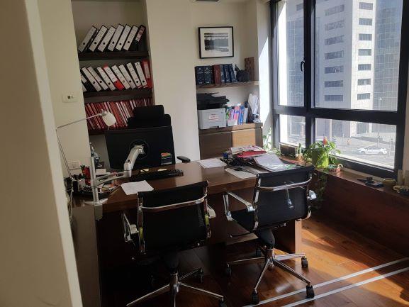 """350 מ""""ר משרד למכירה במסגר ת""""א חדר עבודה"""