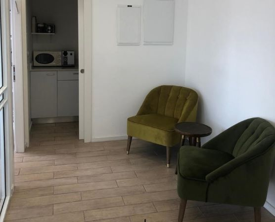 משרד קטן ויפייפה בבסר 3, מסדרון ומטבחון